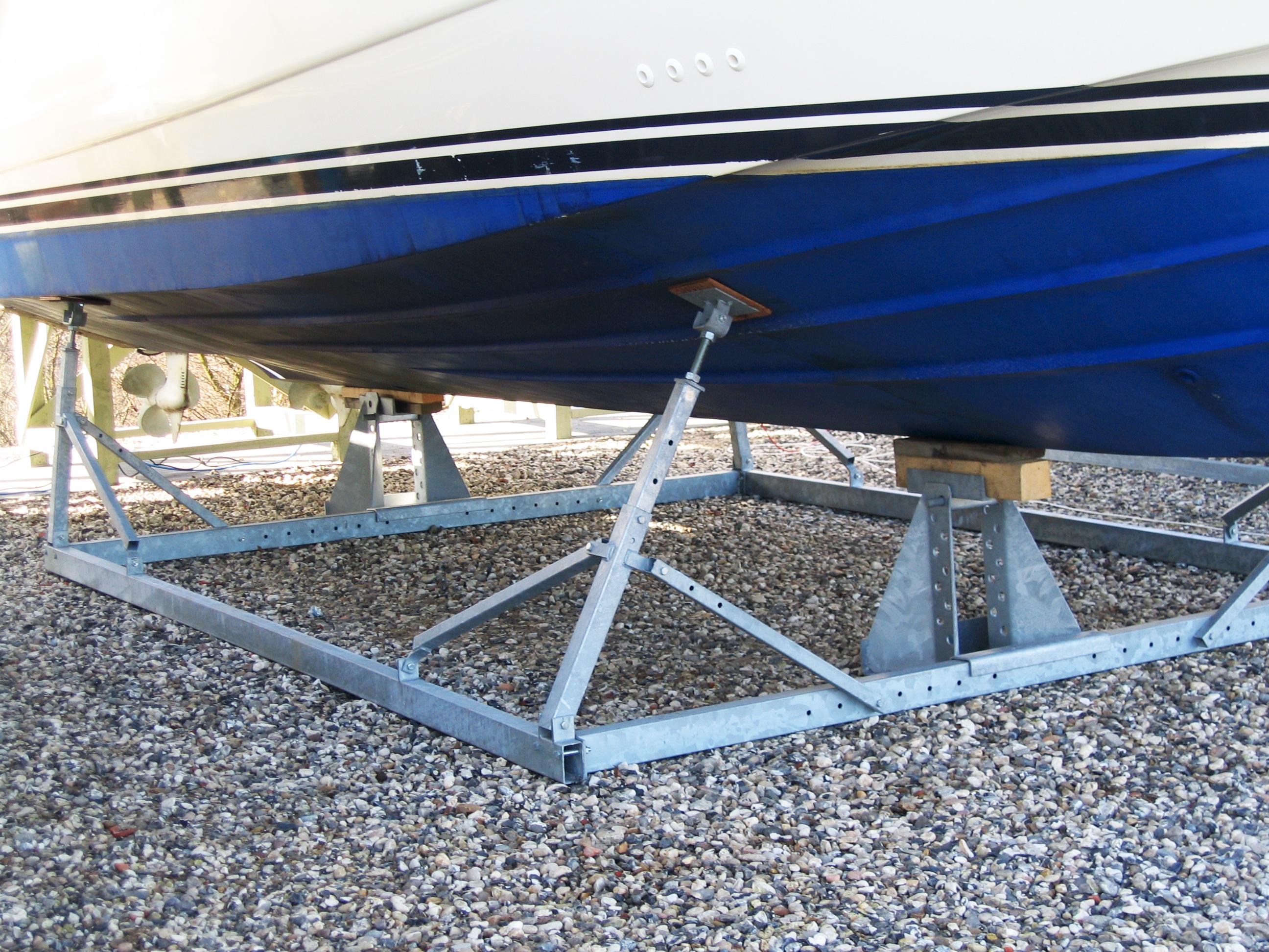 Alm. bådstativer motorbåd 3