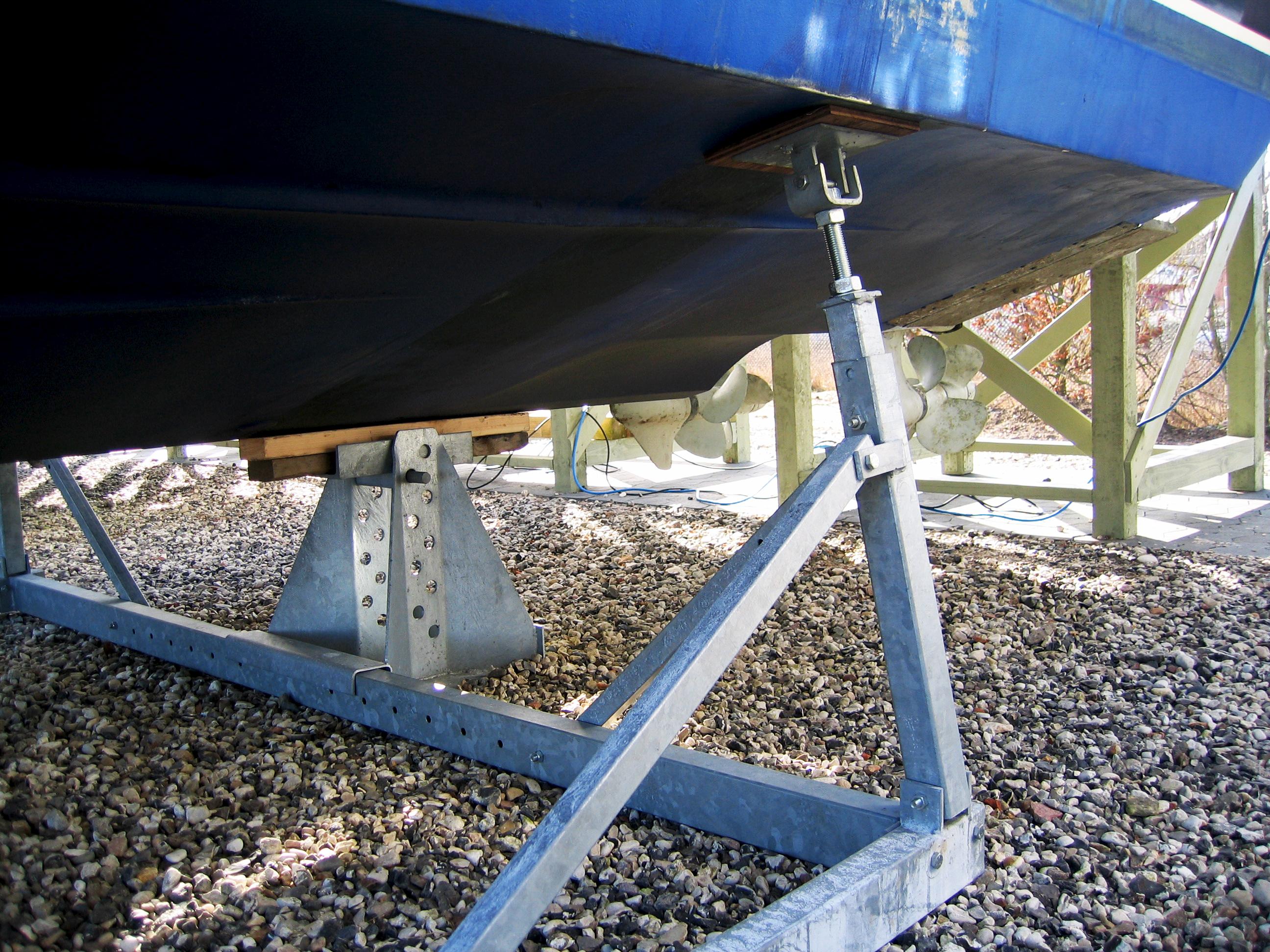 Alm. bådstativer motorbåd